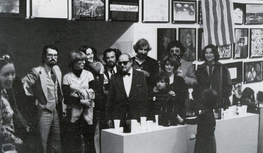 Andreu Martró amb D. Giralt Miracle, Carme Espinet, Mireia Català, Manel Rufí, Francesc Galí, Xavier Sabata i esposa, després de rebre el 1er premi de la IIIª Fira Nacional del Dibuix. 1978.