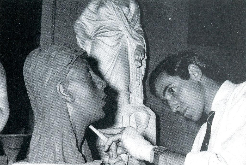 Andreu Martró al taller de modelat de Llotja, 1966.